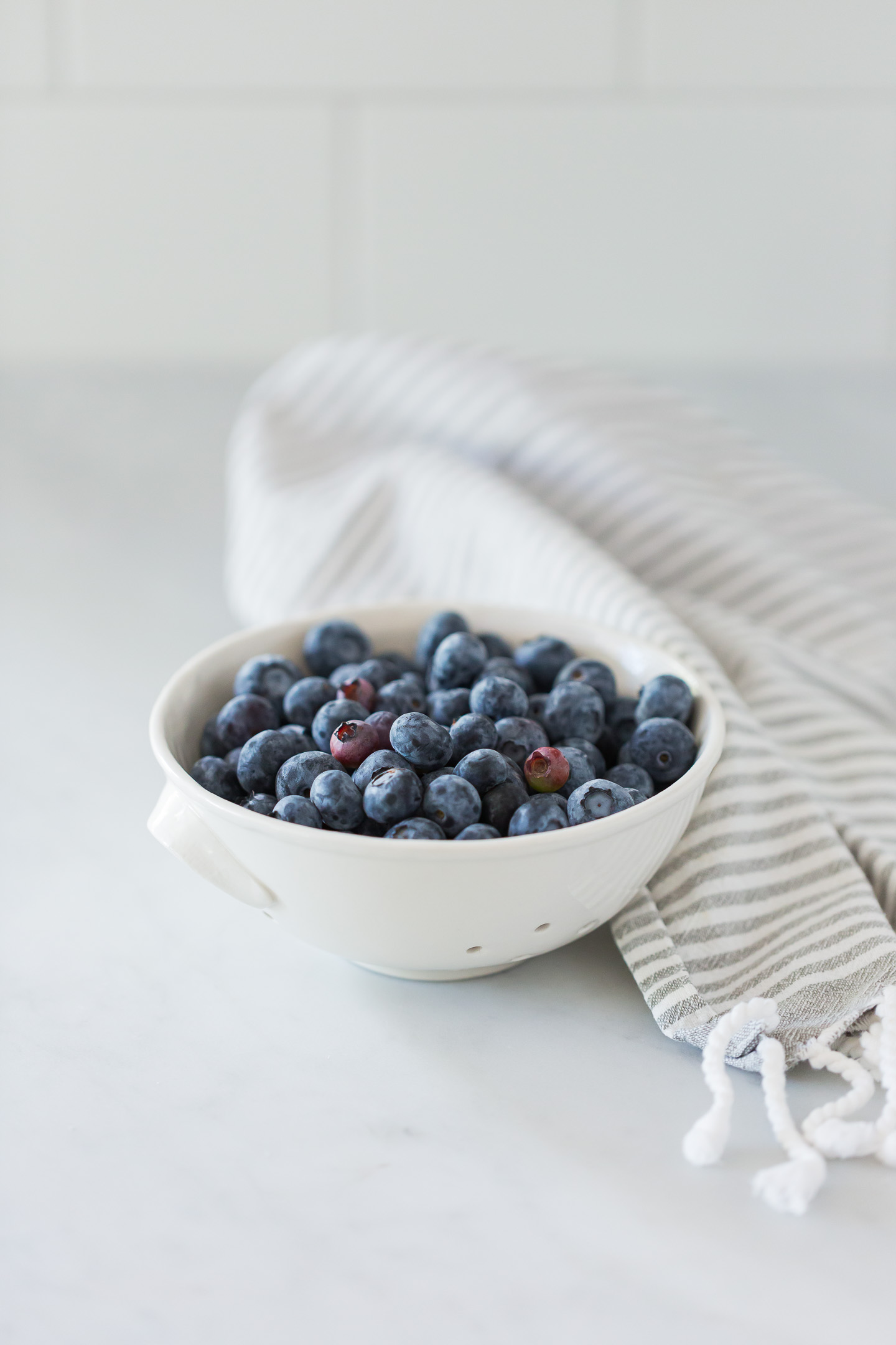 A bowl of blueberries.